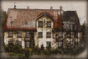 Alte Immobilie mit Schimmelbefall