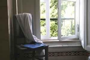 Schimmel am Fenster sollte schnell entfernt werden